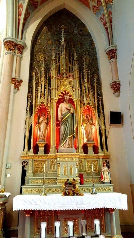 Side altar with Saint Joseph